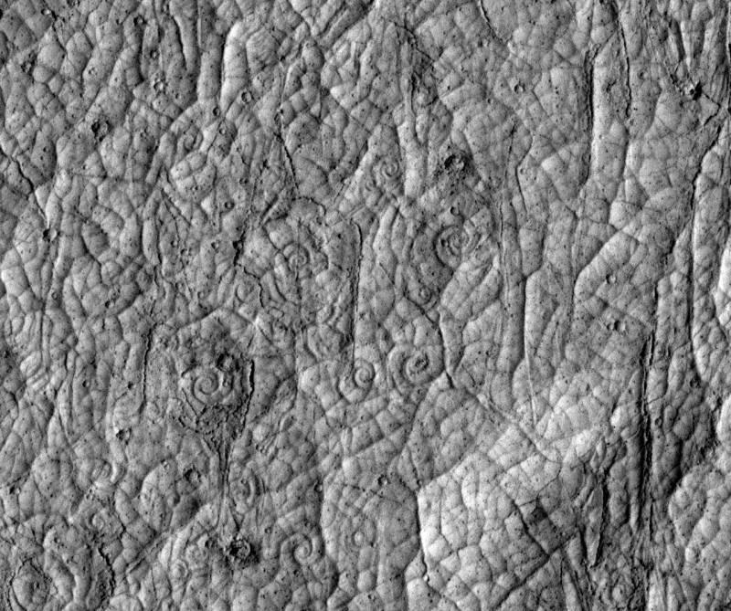 Espirales de lava en la corteza volcánica de Cerberus Palus, Marte.