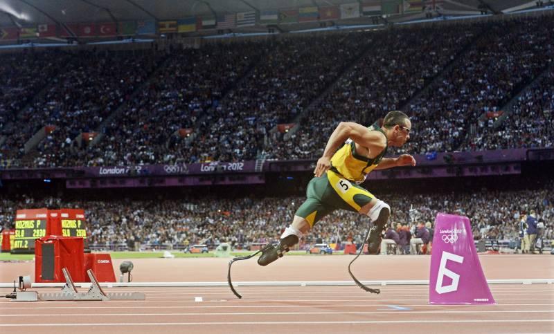 Pistorius es el primer corredor con las piernas amputadas en competir en unos juegos olímpicos. Imagen: Efe