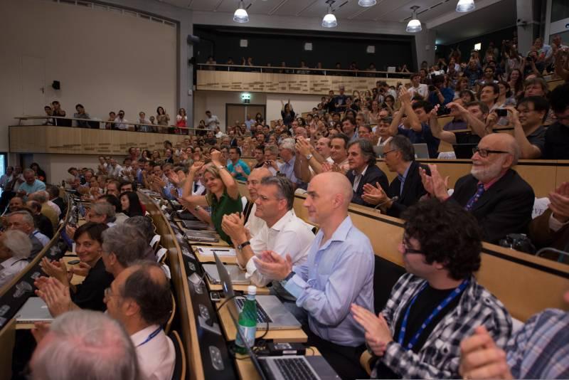 Aplauso, Higgs; CERN; LHC