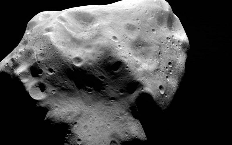 Dos pequeños asteroides pasan hoy cerca de la Tierra