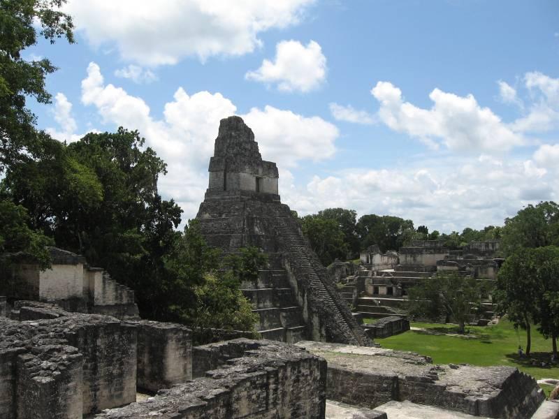 Templo del reino de Tikal, uno de los más relevantes del periodo clásico maya.