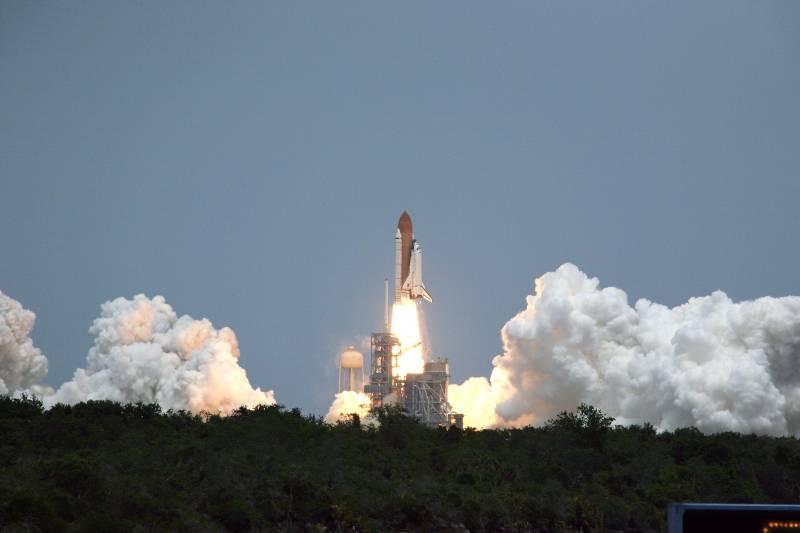 El 'Atlantis' despega con éxito rumbo al 'Hubble'