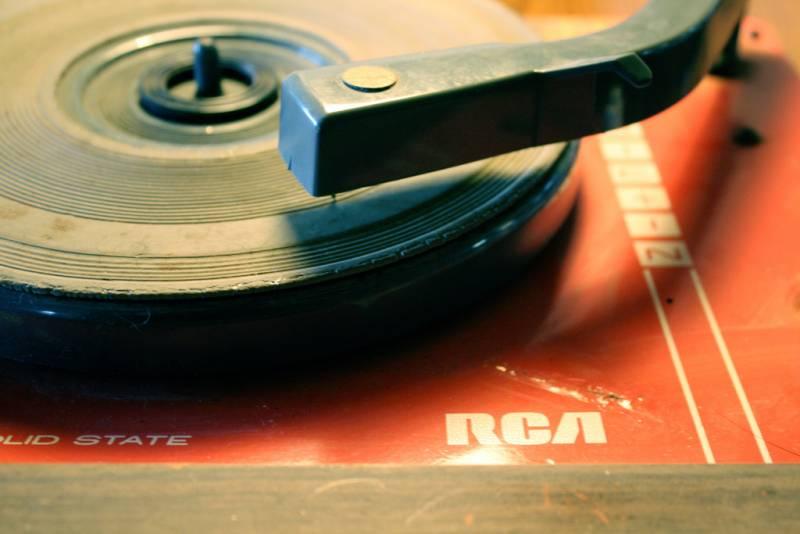 Tras haber analizado casi medio millón de canciones compuestas entre 1955 y 2010, investigadores españoles del CSIC indican que la música tiende a ser cada vez más homogénea y con menos sonoridades.