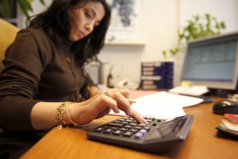 Las mujeres son las que adaptan, en la mayoría de los casos, su carrera a la familia, sea cual sea su nivel socioeconómico. / Sinc