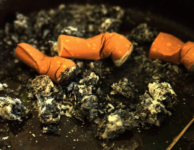 Los bebés que conviven con el humo del tabaco sufren una situación similar a la de fumar hasta cinco cigarrillos al día