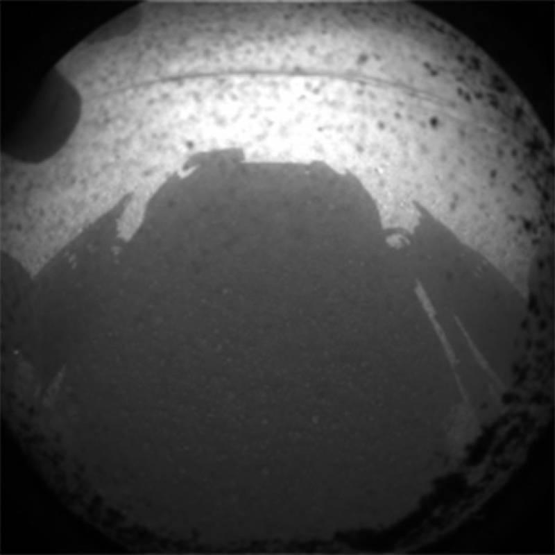Primera imagen enviada por el Curiosity desde Marte. Imagen: NASA