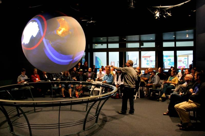 La esfera SOS. / NOAA