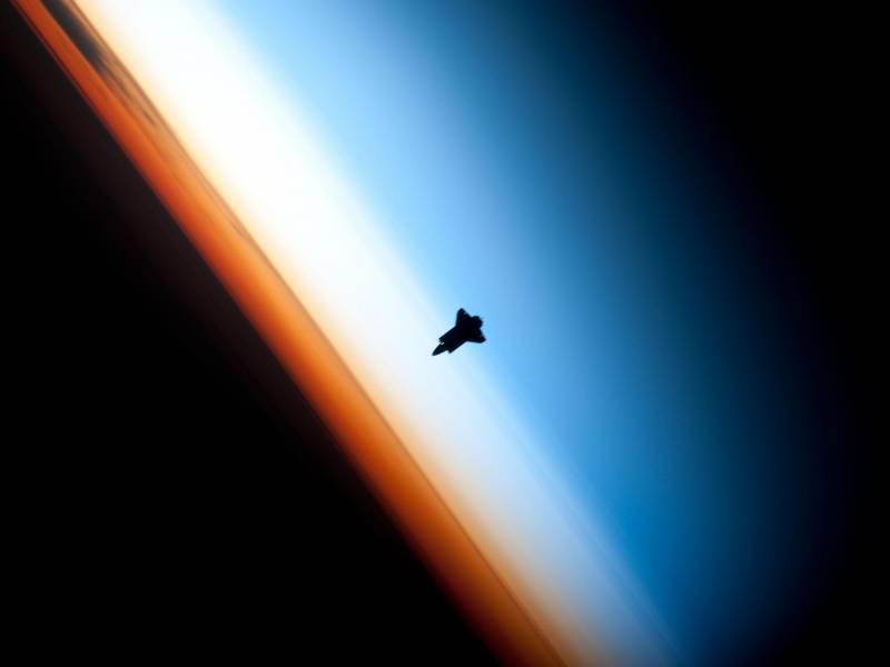 Endeavour se aproxima a la Estación Espacial Internacional