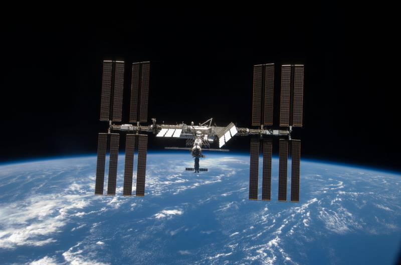 La ISS prolongará su vida pero la Luna tendrá que esperar