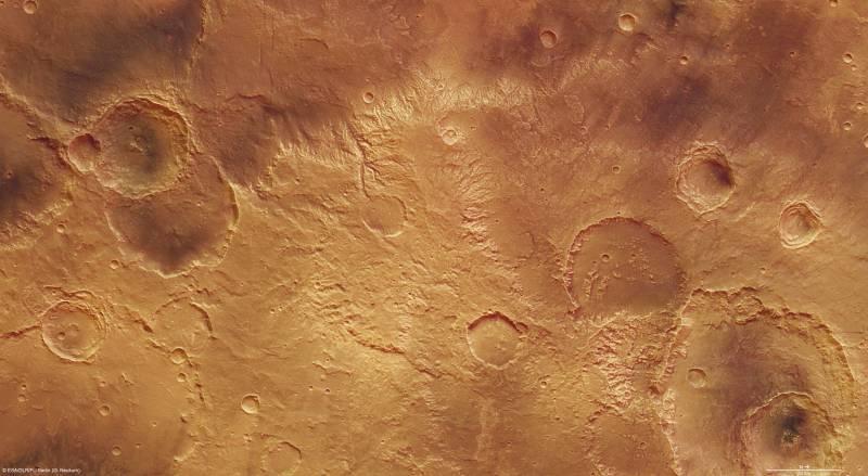 Mars Express fotografía los cráteres de la fosa Sirenum