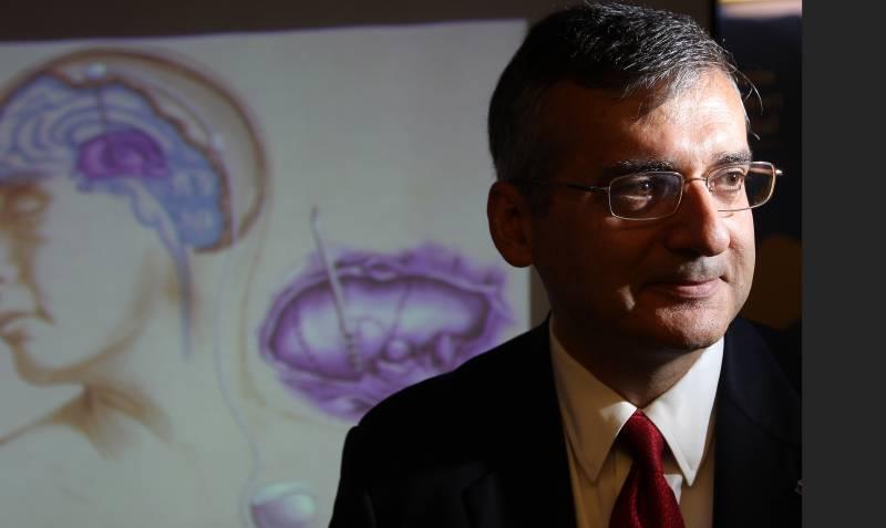 El neurocirujano Andrés Lozano. / Efe