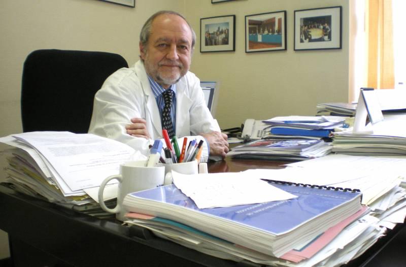 Carlos Suárez Nieto en su despacho.
