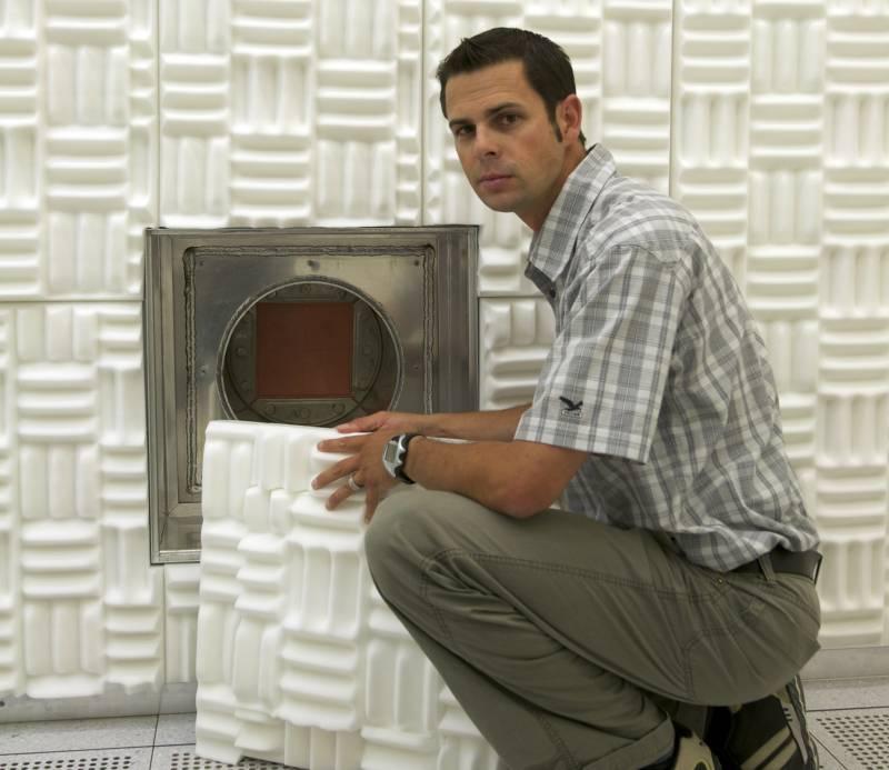 Emanuel Lörtscher, investigador y líder del diseño de las salas acorazadas del centro de nanotecnología de IBM en Zúrich. / IBM