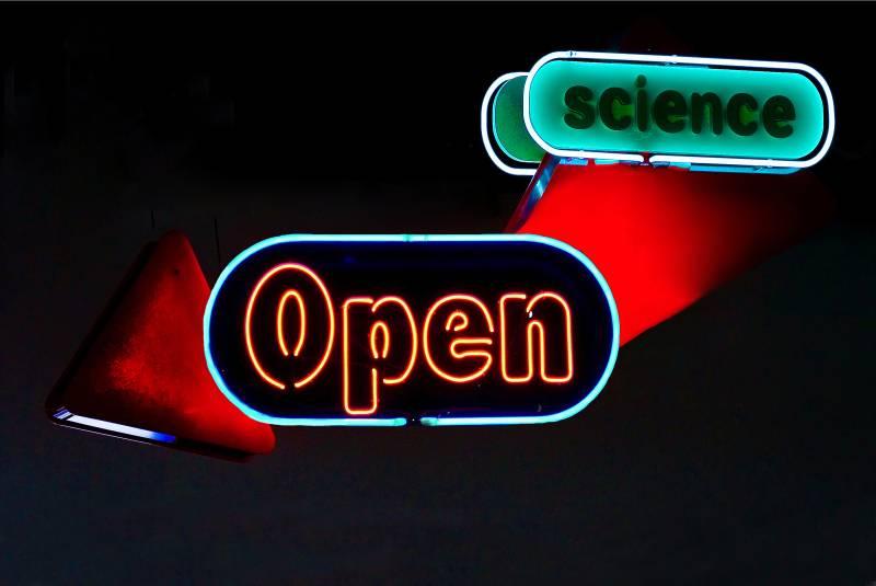 """""""La publicación en acceso abierto es mucho mejor para el científico, ya que no renuncia a su derecho con varias editoriales y conserva la capacidad de gestionar su propiedad intelectual"""". Imagen: Unhindered by Talent (derivada)"""
