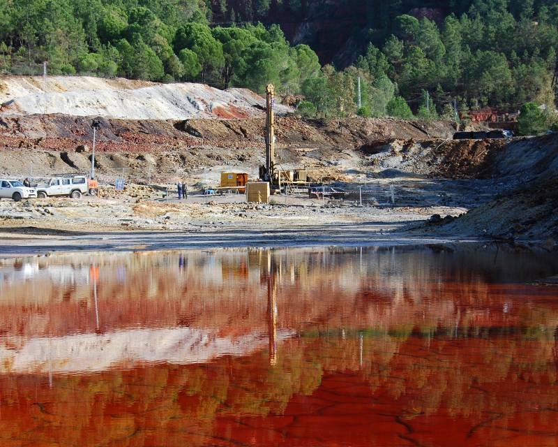 Zona de perforación cerca del nacimiento del río Tinto