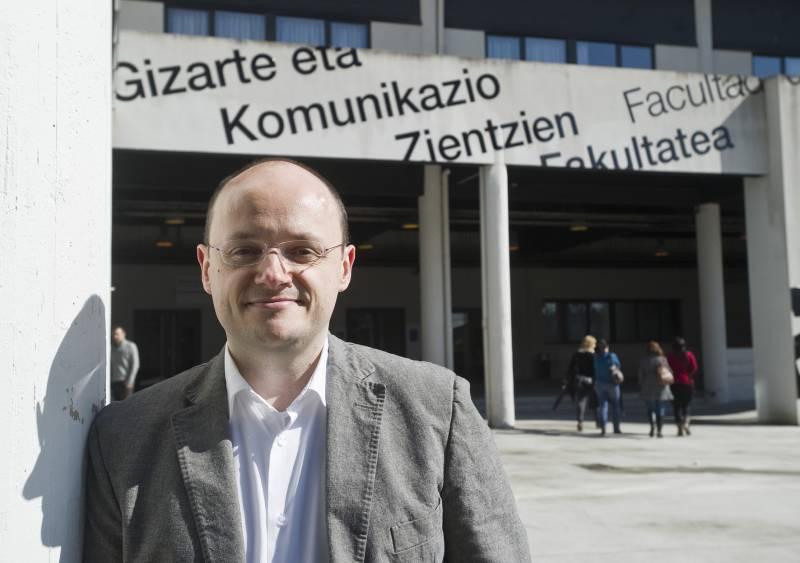 En la foto, Simón Peña Fernández, profesor de la UPV/EHU.