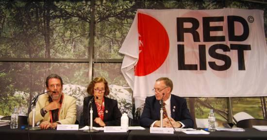 De izquierda a derecha, Simon N. Stuart, Jane Smart y  Craig-Hilton Taylor, durante la presentación de la Lista Roja en Sídney. / Sinc