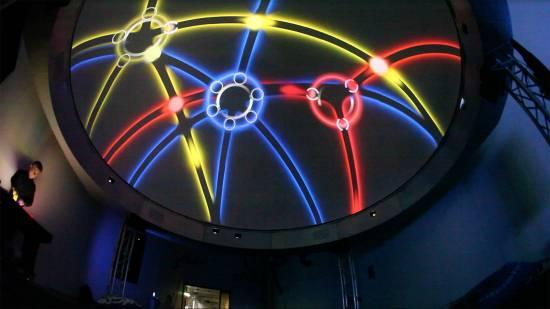 Actuación dentro de un planetario con el interfaz diseñado por James Hullick