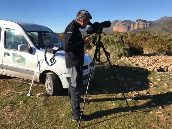 Técnico de la Fundación Fundación para la Conservación del Quebrantahuesos durante el trabajo de campo / FCQ
