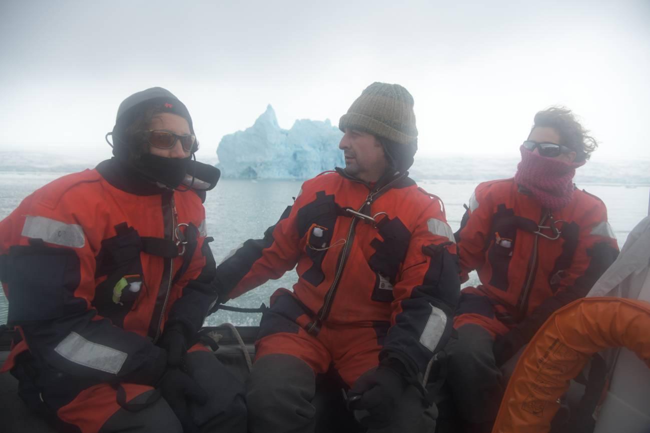 Los investigadores a bordo del Hespérides. / José Abel Flores