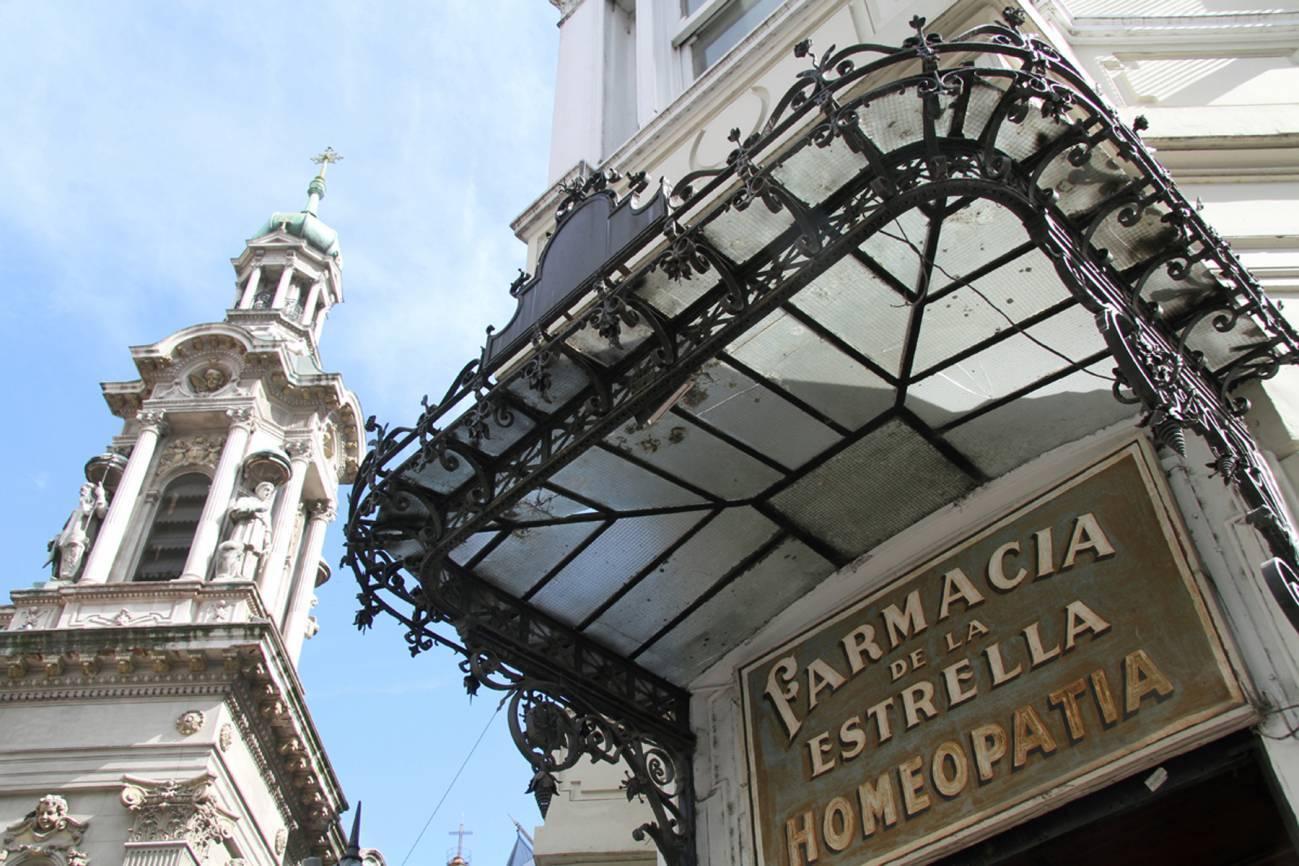 'Farmacia de la Estrella' in Buenos Aires. / Estrella Herrera