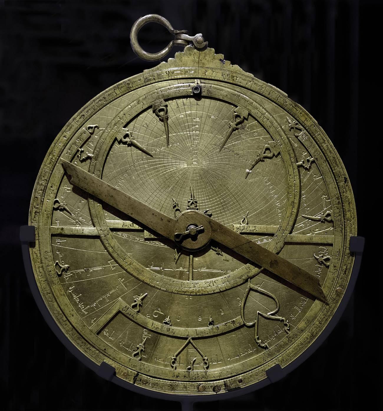 Astrolabio MAN AngelMFelicisimo - Hace un siglo apareció el nombre de Fátima de Madrid en la enciclopedia Espasa Calpe. Hoy su leyenda se extiende por internet