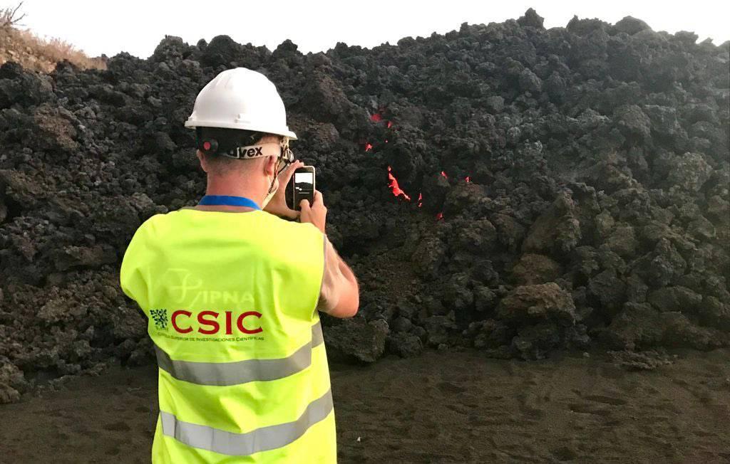 Drones y satélites para vigilar los campos de flujo de lava del volcán de Palma