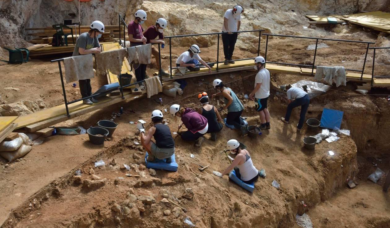 cueva fantasma excavacio nivell SF30 p - Dos utensilios de cuarcita en el yacimiento de Gran Dolina de hace 600.000 años constatan  la ocupación ininterrumpida en Atapuerca