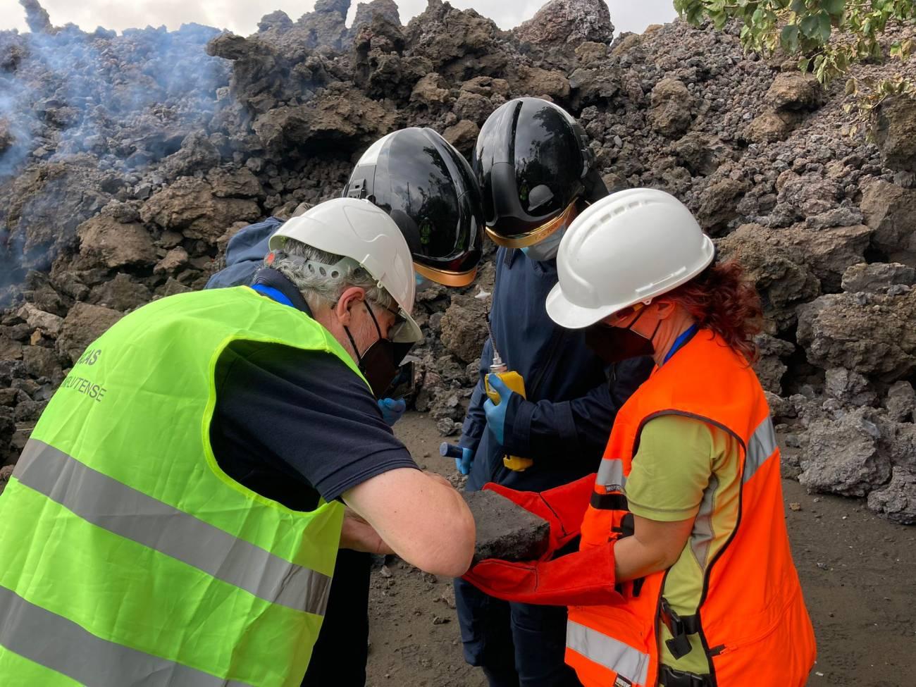 Equipo de geologos - Eumenio Ancochea ,Geólogo : La erupción muestra que la vida de La Palma  continúa, aunque desde la perspectiva humana es una desgracia