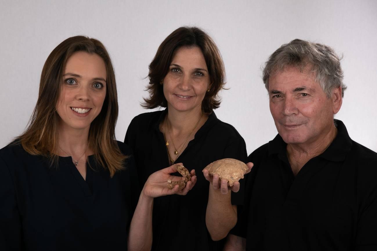 Rachel Sarig, Hila May, and Professor Israel Hershkovitz (left to right) holding the Nesher Ramla fossils.  / Tel Aviv University