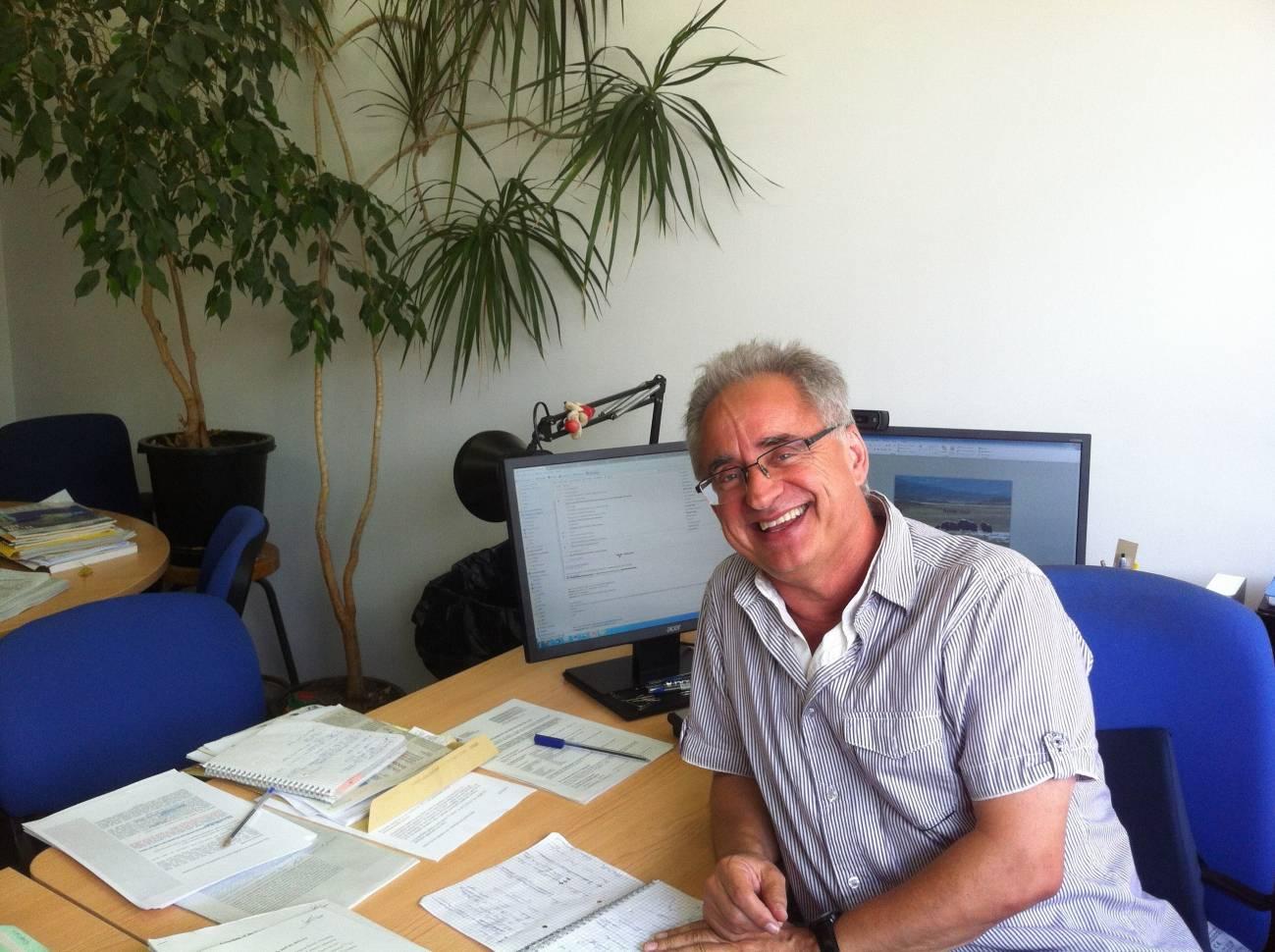 Josep Peñuelas en su despacho. / CREAF
