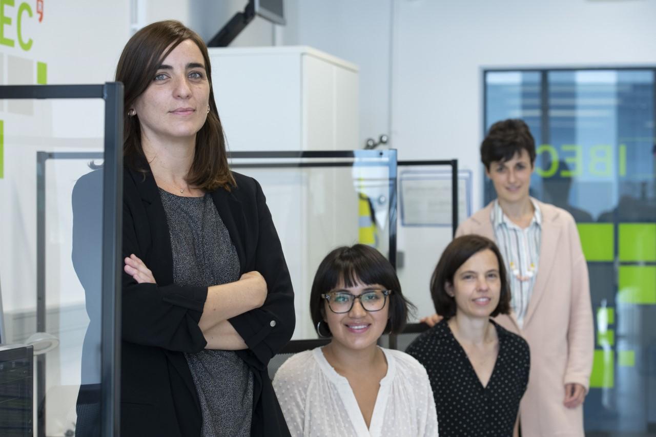 El grupo de investigadoras liderado por Núria Montserrat. / IBEC