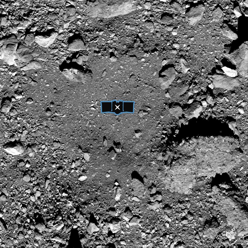 Nightingale, el lugar donde OSIRIS-REx recogerá las muestras en el asteroide Bennu. La imagen está superpuesta con un gráfico de la nave para ilustrar la escala del sitio   NASA/Goddard/Universidad de Arizona