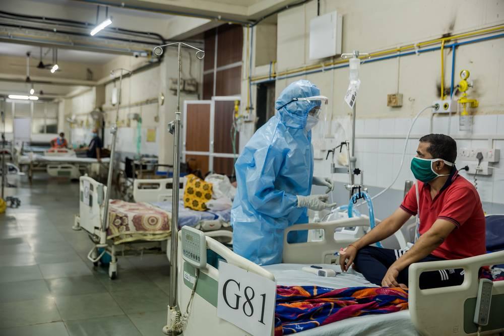 pacientes internos con equipo de oxígeno en Mumbai
