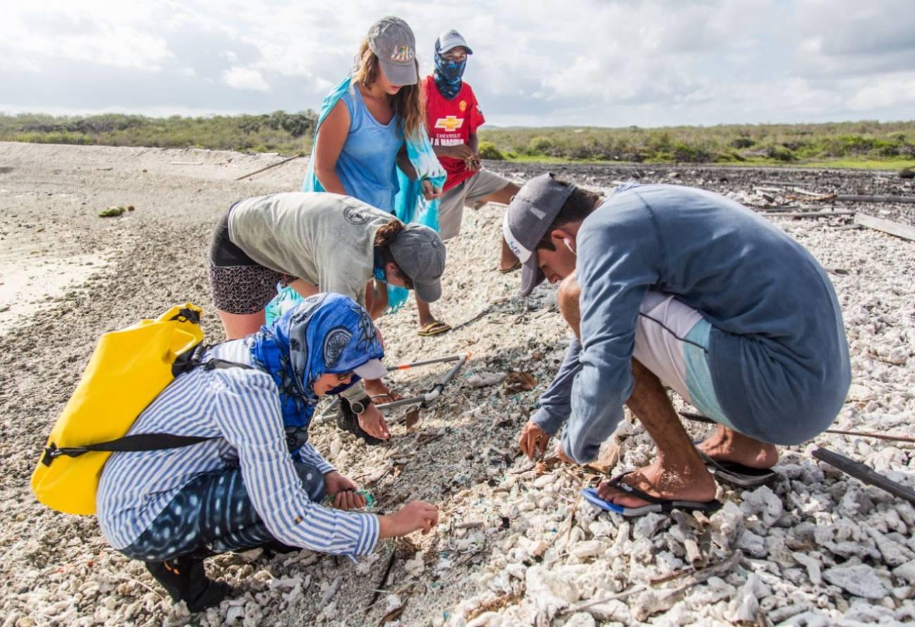 Recogida de plásticos en Galápagos
