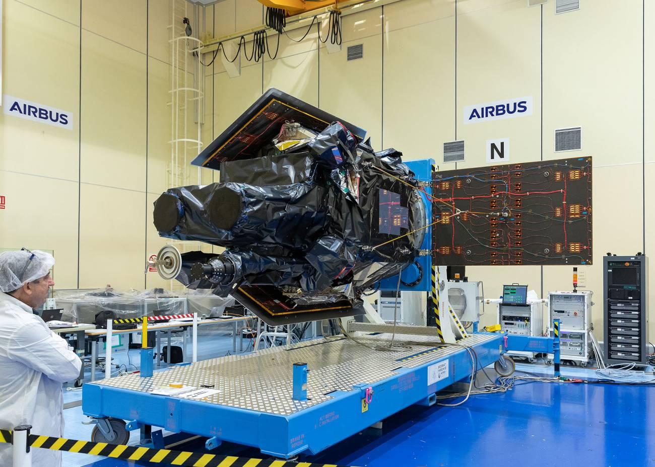 SEOSAT Ingenio ready for shipment pillars - Lanzamiento del satélite español Ingenio de observación de la Tierra ofrecerá imágenes terrestres en alta resolución