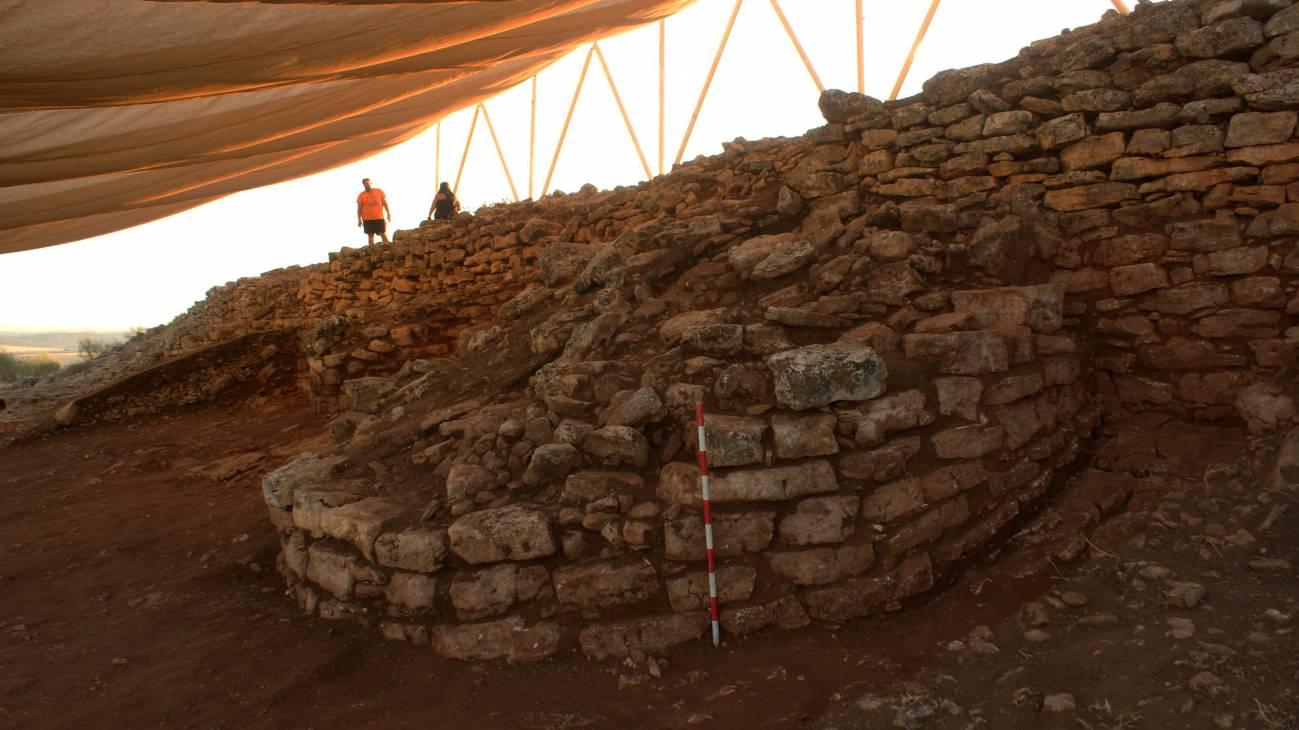 Vista de la torre documentada por la excavación