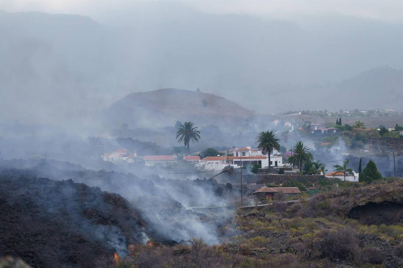 Una colada de lava se desplaza por el barrio de Todoque - La Palma : Cómo afrontar impacto emocional  en personas afectadas por erupción de Volcán