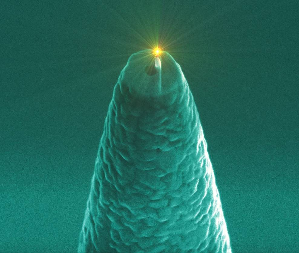 Una molécula individual brilla cerca de una nano-antena