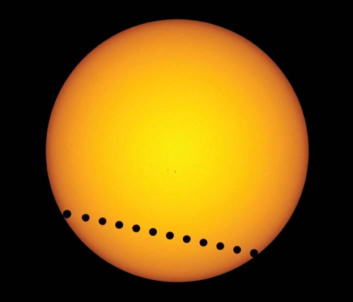 Tránsito de Venus por delante del sol durante el año 2004. Imagen:E.Slawik, Nature.