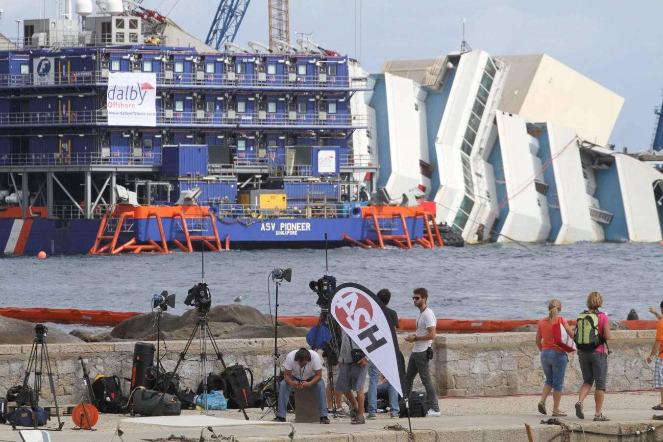Comienza la operación sin precedentes para enderezar el Costa Concordia
