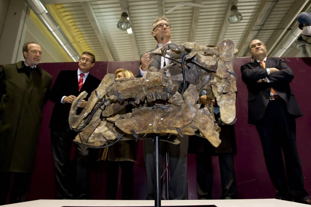 Presentación en la Fundación Dinópolis de los restos del dinosaurio. Imagen: Efe