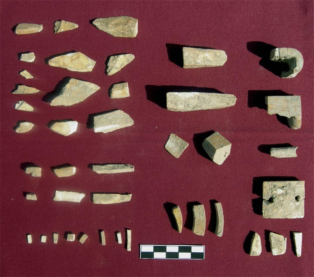 Piezas de marfil halladas en un yacimiento en Valencina de la Concepción (Sevilla). /UAM