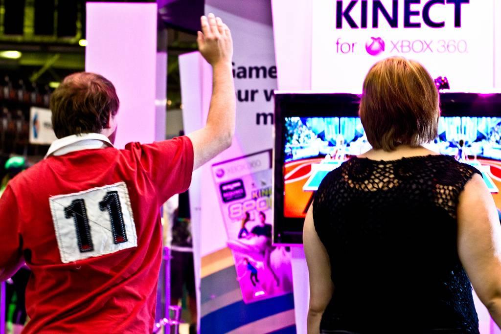 Público jugando a la videoconsola kinect. Imagen: Axel Bührmann