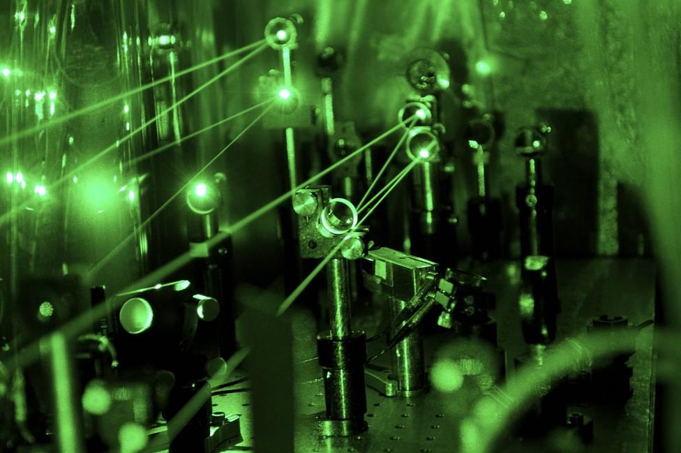 Sistema láser para medir el protón con hidrógeno muónico. Imagen: SPS.