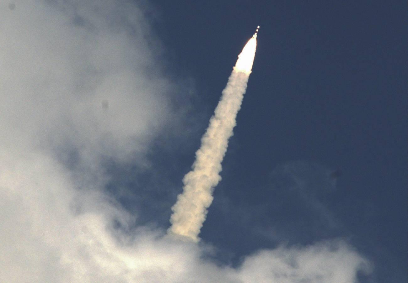 Despegue de la aeronave Mangalyaan, de la Organización India de Investigación Espacial (ISRO), desde el Centro Espacial Satish Dhawan, en Sriharikota, en el sureño estado de Andhra Pradesh (India). / Efe