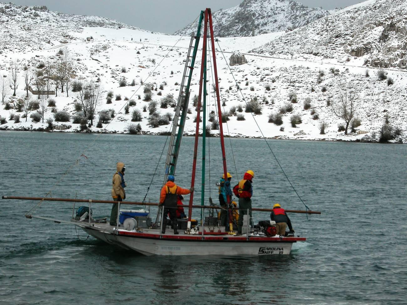 Campaña de investigación en el lago Enol. Imagen: Ana Moreno et al./IPE(CSIC)