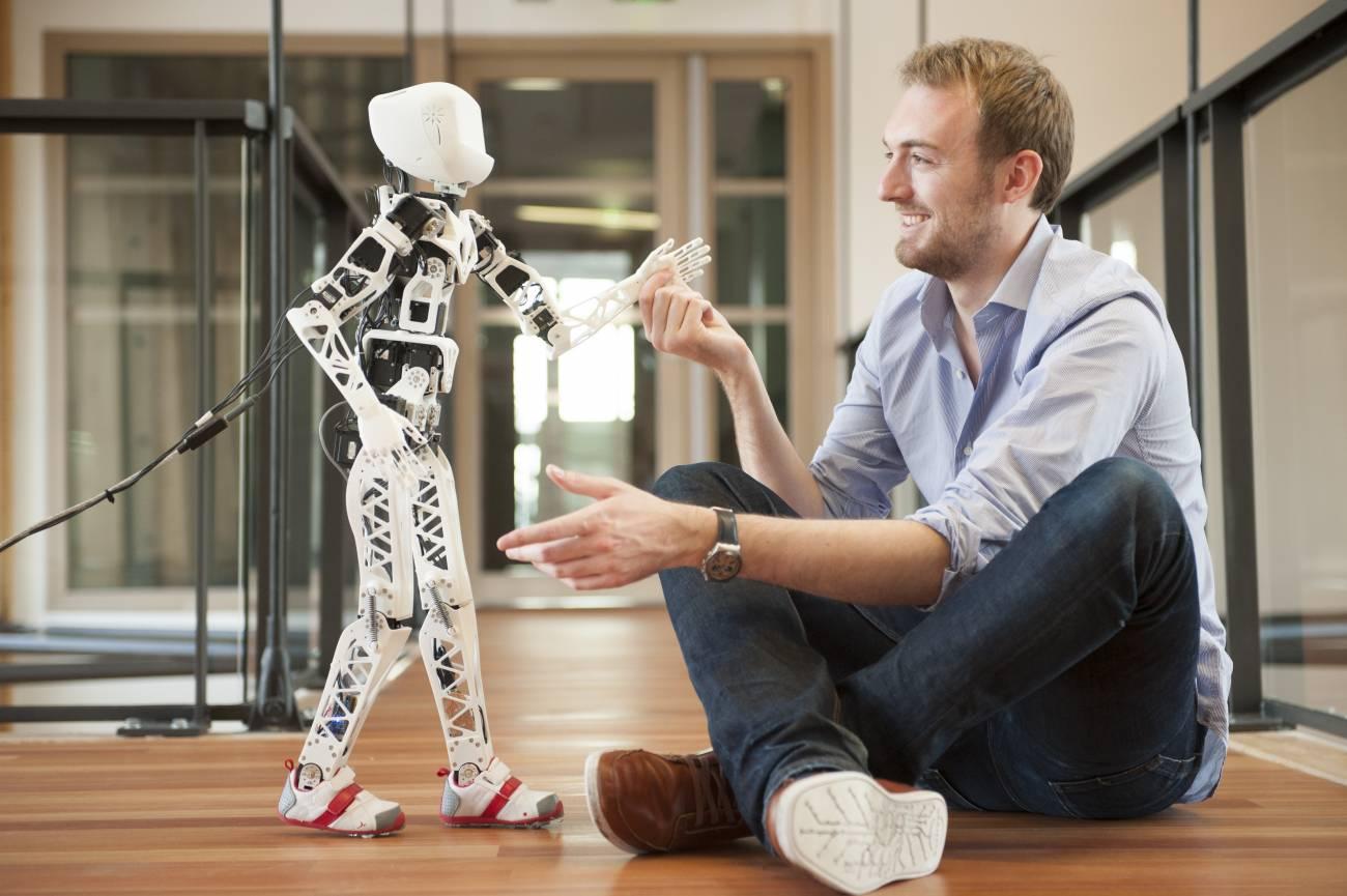 Poppy es el primer robot humanoide hecho de piezas que han salido de una impresora 3D. / Pierre-Yves Oudeyer