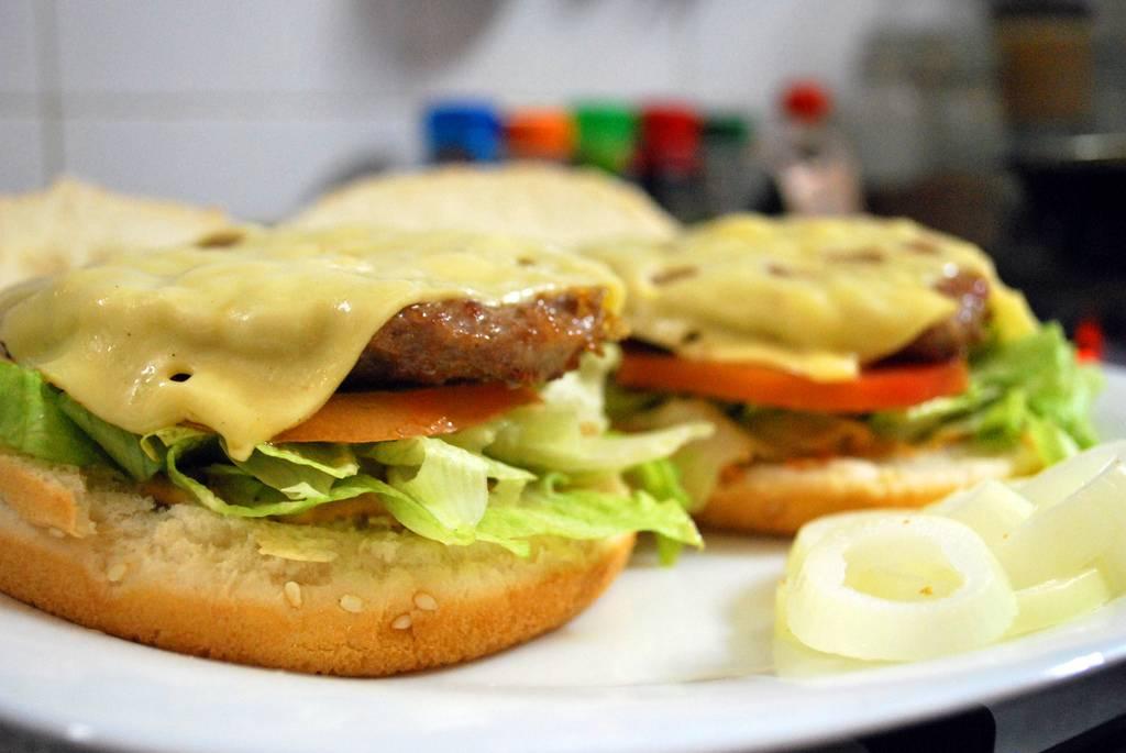 La comida rápida, uno de los enemigos de una buena nutrición. Imagen por QuiToxic