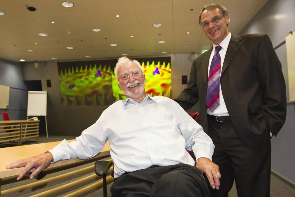 Los científicos de IBM y premios Nobel Heinrich Rohrer y Gerd Binnig en la inauguración de centro. / IBM